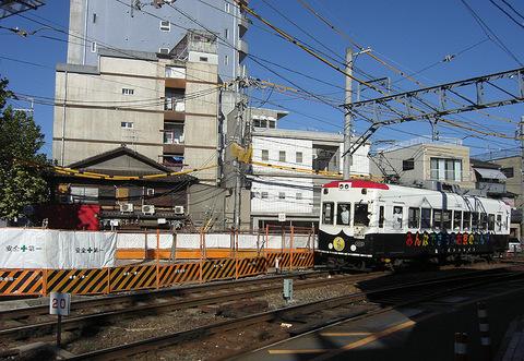 京福西院ビル再開発現場横を走るパトトレイン20150914