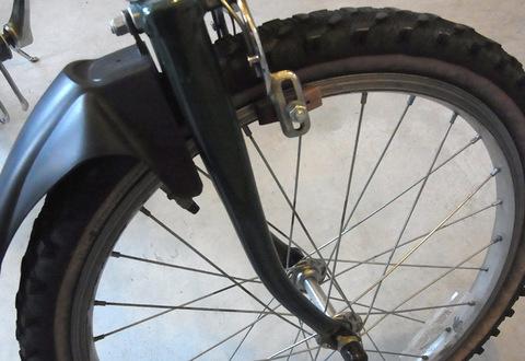 L.L.Beanの折り畳み自転車の前ライト取付位置(ダイナモ取付部が無い)